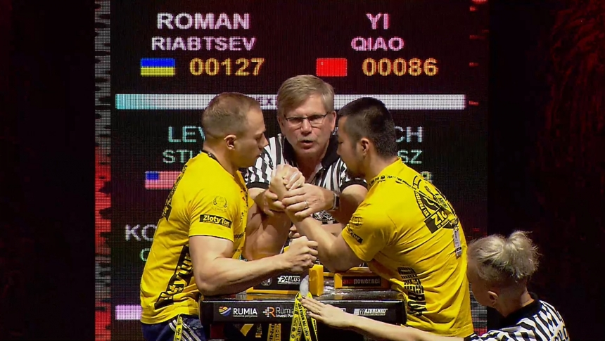 Roman Riabtsev vs Yi Qiao Left Hand Zloty tur Armwrestling World Cup 2019 # Armbets.tv # фкьиуеыюем