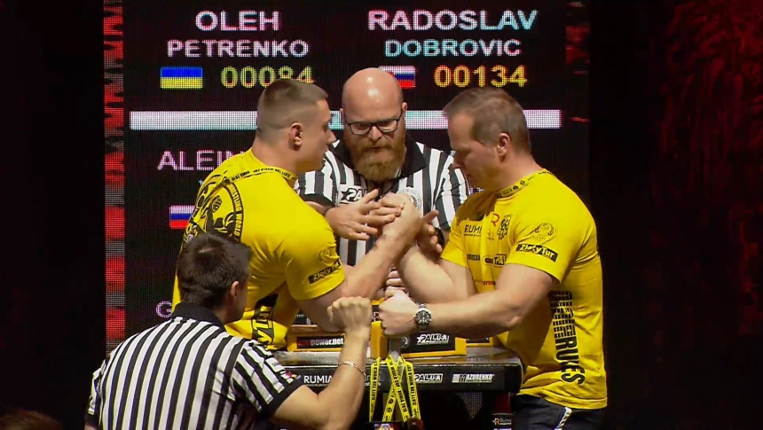 Oleh Petrenko vs Radoslav Dobrovic Right Hand Zloty tur Armwrestling World Cup 2019 # Armbets.tv # фкьиуеыюем