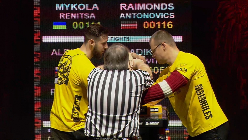 Mykola Renitsa vs Raimonds Antonovics Right Hand Zloty tur Armwrestling World Cup 2019 # Armbets.tv # фкьиуеыюем