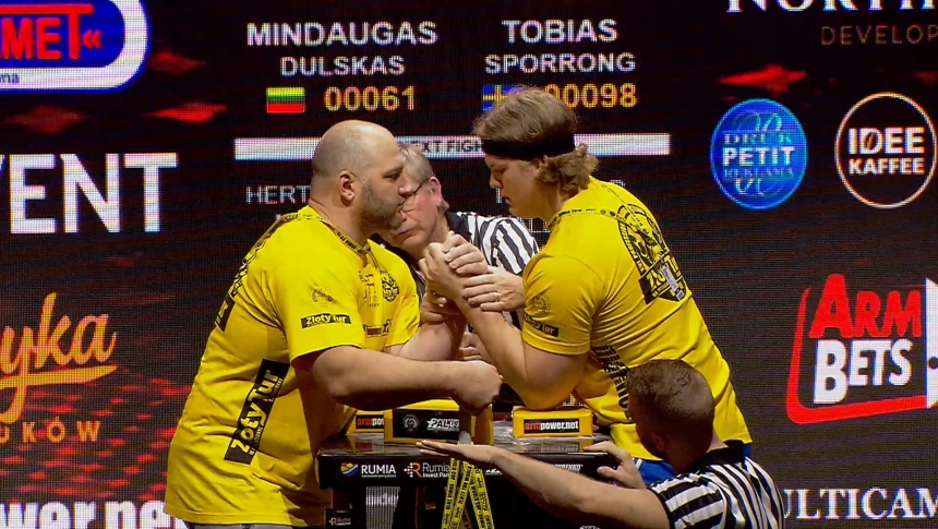 Mindaugas Dulskas vs Tobias Sporrong Left Hand Zloty tur Armwrestling World Cup 2019 # Armbets.tv # фкьиуеыюем