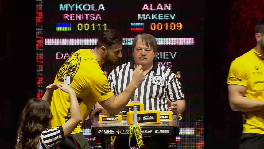 Mykola Renitsa vs Alan Makeev Right Hand Zloty tur Armwrestling World Cup 2019 # Armbets.tv # фкьиуеыюем
