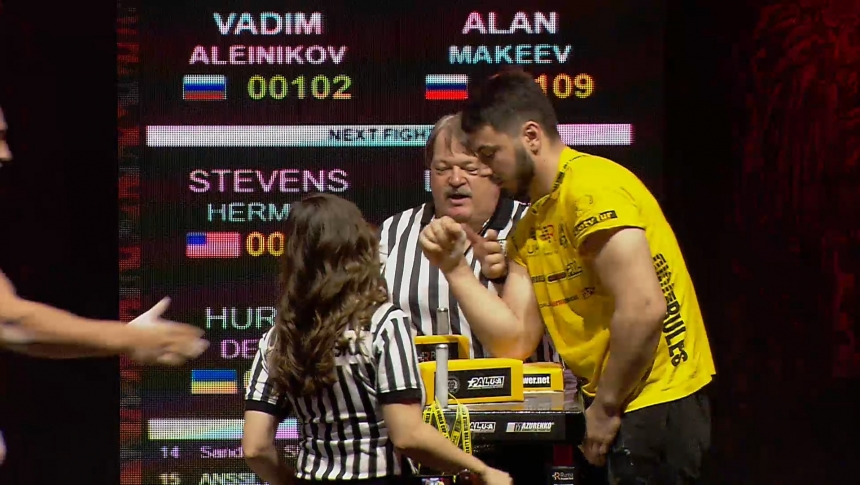 Vadim Aleinikov vs Alan Makeev Right Hand Zloty tur Armwrestling World Cup 2019 # Armbets.tv # фкьиуеыюем