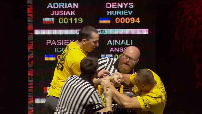Adrian Jusiak vs Denys Huriev Right Hand Zloty tur Armwrestling World Cup 2019 # Armbets.tv # фкьиуеыюем